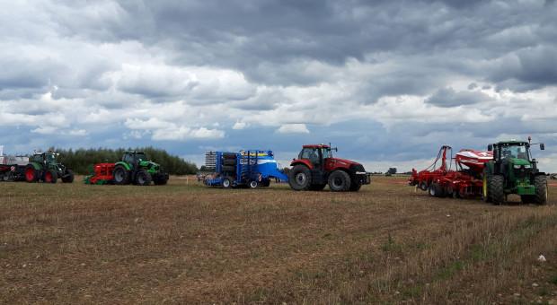 Pokazy techniki uprawy w systemie uproszczonym na Agro Show