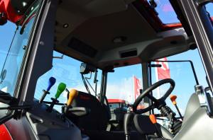 Wewnątrz przeprojektowanej kabiny zastosowano nowe nawiewy,  powiększono ich ilość i poprawiono wydajność klimatyzacji wg informacji producenta o 58 proc., fot. ArT