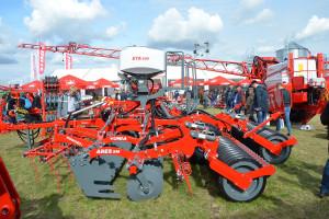 Ares XL to konstrukcja półzawieszana, przeznaczona przede wszystkim do uprawy pożniwnej, fot. mw