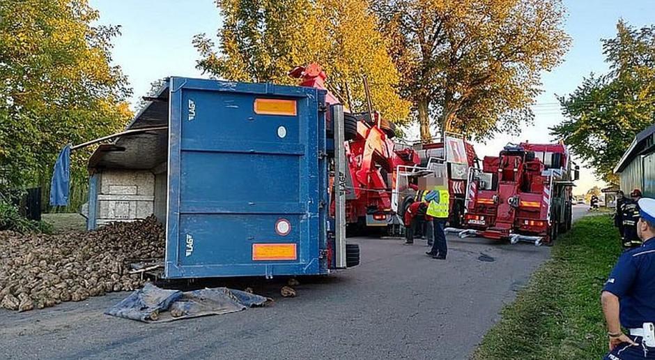 Wywróciła się ciężarówka z burakami