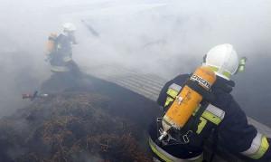 Z powodu silnego zadymienia strażacy musieli pracować w aparatach tlenowych