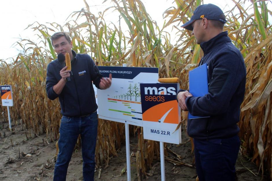 Matthieu CHAIX (z lewej), Produkt Menadżer Kukurydzy oraz Tomasz Marciniak, Przedstawiciel Regionalny Mas Seeds fot A. Kobus