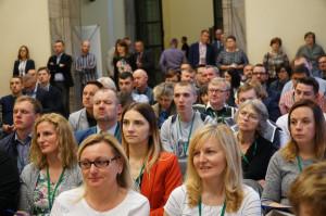 """Zeszłoroczne edycje konferencji Narodowe Wyzwania w Rolnictwie oraz Sady i Ogrody zgromadziły rekordową liczbę gości. Korzystając z ładnej pogody, wielu rolników pokonało nawet kilkusetkilometrowe dystanse, aby dotrzeć do Warszawy na konferencję """"Farmera"""" i portalu sadyogrody.pl. Czy było warto? Rolnicy nie mieli wątpliwości, fot. M.Oleksy"""