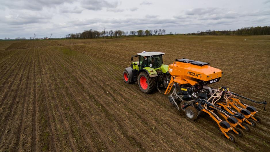 Rezygnacja z uprawy tradycyjnej pozwala zmniejszyć zużycie paliwa i zaoszczędzić czas potrzebny na przygotowanie pola do siewu.