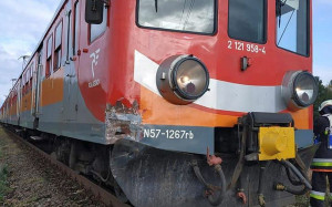 Zniszczony został również przód i bok składu kolejowego