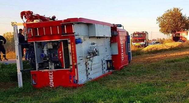 W drodze do pożaru wywrócił się wóz strażacki