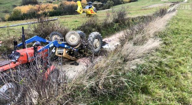 Traktorzysta przygnieciony przez ciągnik