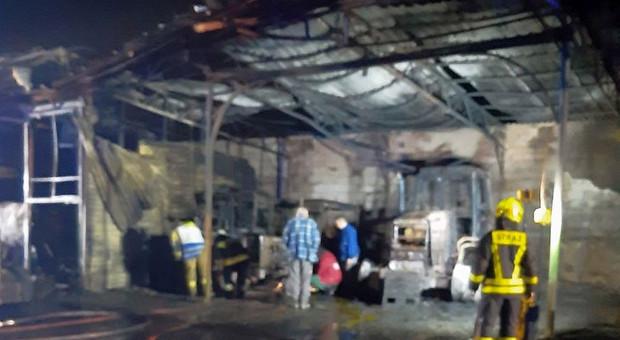 Spłonęły budynki, cztery ciągniki i ładowarka
