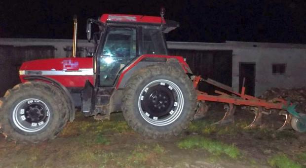Pijany rolnik zaorał asfaltową drogę