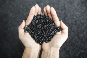 Granulowany polietylen - to z wykorzystaniem tego surowca w dalszej części procesu powstają zbiorniki
