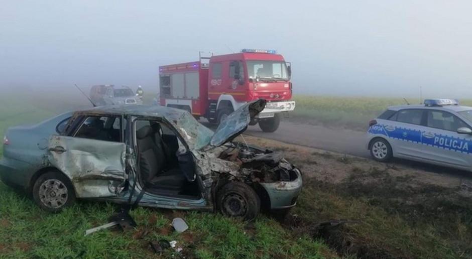 Pięć osób rannych po zderzeniu we mgle seata z traktorem