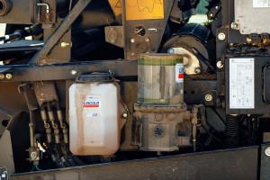Maszyna była wyposażona w automatyczne systemy smarowania smarem płynnym i stałym. To rozwiązania, które znacząco ograniczają czas obsługi prasy