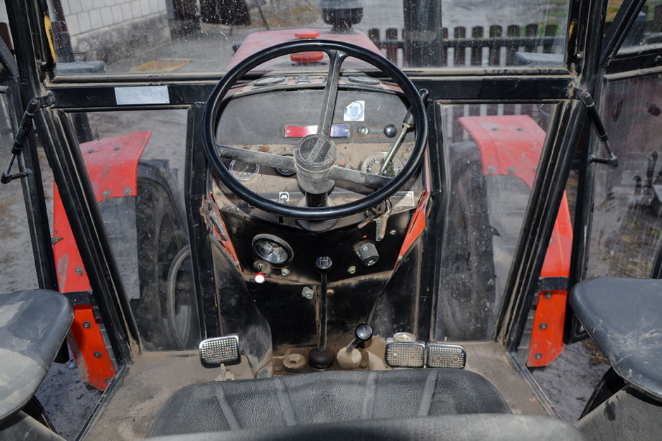 Kabina Ursusa jest dosyć przestronna, jednak także najmniej komfortowa z kabin opisywanych ciągników
