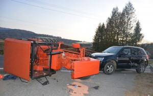 Wywrócony traktor zablokował drogę wojewódzka nr 993
