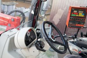 Dźwignia obsługi rewersu służy również do zmiany biegów