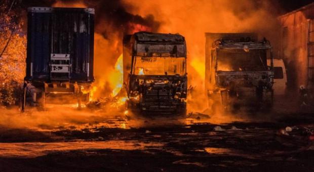 Pożar samochodów ciężarowych w kółku rolniczym