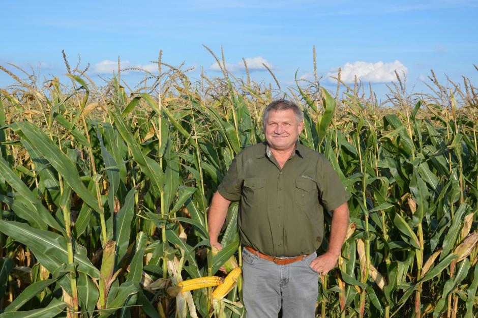 Wolfgang Kroll pierwsze próby z uprawą bezorkową rozpoczął w swoim gospodarstwie już w roku 1986. Temat uproszczeń tak go zafascynował, że od roku 1996 zaprzestał używania pługa w gospodarstwie