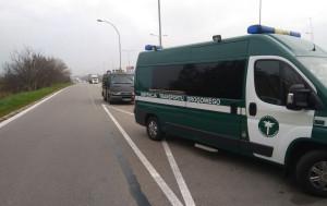Uwagę inspektorów przykuł kiepski stan techniczny wozu, Foto: WITD Katowice
