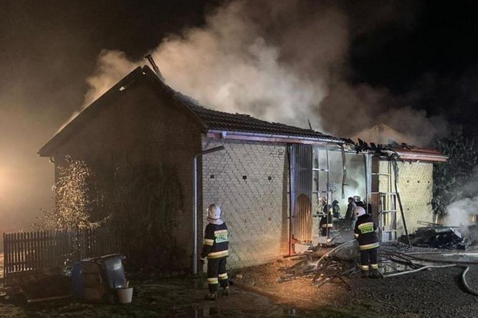 Budynek spłonął wraz ze zgromadzonym wewnątrz sprzętem, Foto: OSP Gorzów Ślaski