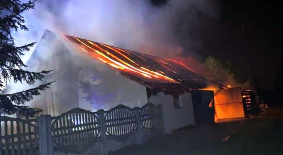 W pożarze stodoły spłonęły maszyny i konie