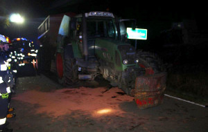 Na skutek zderzenia w ciągniku odpadło przednie koło, Foto: Policja