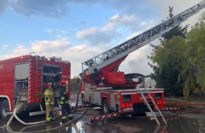 Z pożarem magazynu walczyło 21 zastępów strażaków z całego regionu, Foto: OSP Nietków