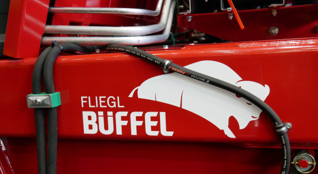 Przyczepa przeładunkowa Fliegl Büffel wreszcie w sprzedaży. Znamy już cenę