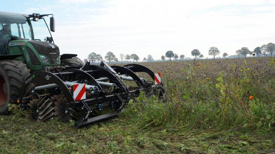 Urządzenie może pracować, na polach z duża biomasą roślinną.