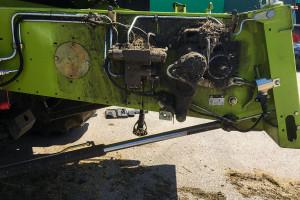 Zanieczyszczony blok hydrauliczny na przenośniku pochyłym – ryzyko uszkodzeń drogich komponentów elektrohydraulicznych
