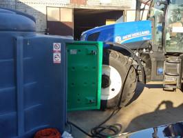 … jeszcze tylko uzupełnienie paliwa w jednym z ciągników
