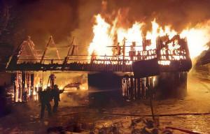 Drewniana stodoła spłonęła doszczętnie, Foto: OSP Piwniczna Zdrój