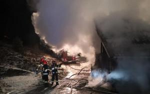 Pożar wybuchł w środku nocy. Nie wiadomo skąd pojawił się ogień
