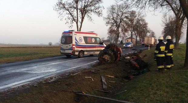Traktorzysta ranny po zderzeniu z dostawczakiem
