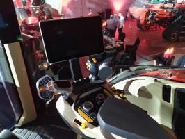 Nowy podłokietnik z 12 calowym monitorem
