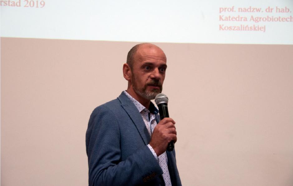 Prof. T. Piskier podczas wykładu.