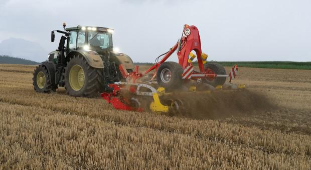 Dobrze wymieszana gleba oraz równomierny obraz uprawionego pola