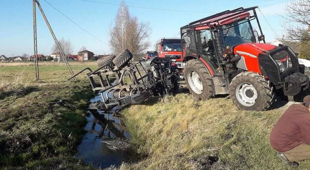 Dwóch kierowców rannych po zderzeniach z ciągnikami rolniczymi