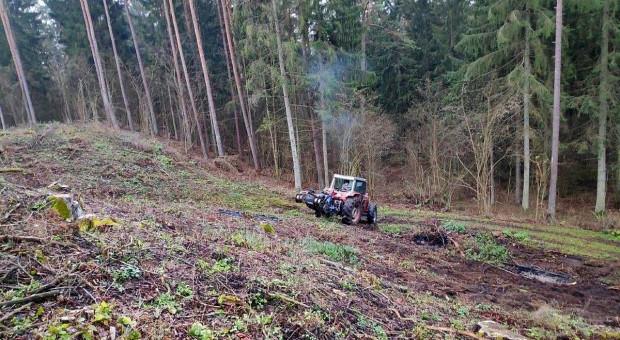 Traktor wyorał minę, wybuch było słychać z daleka