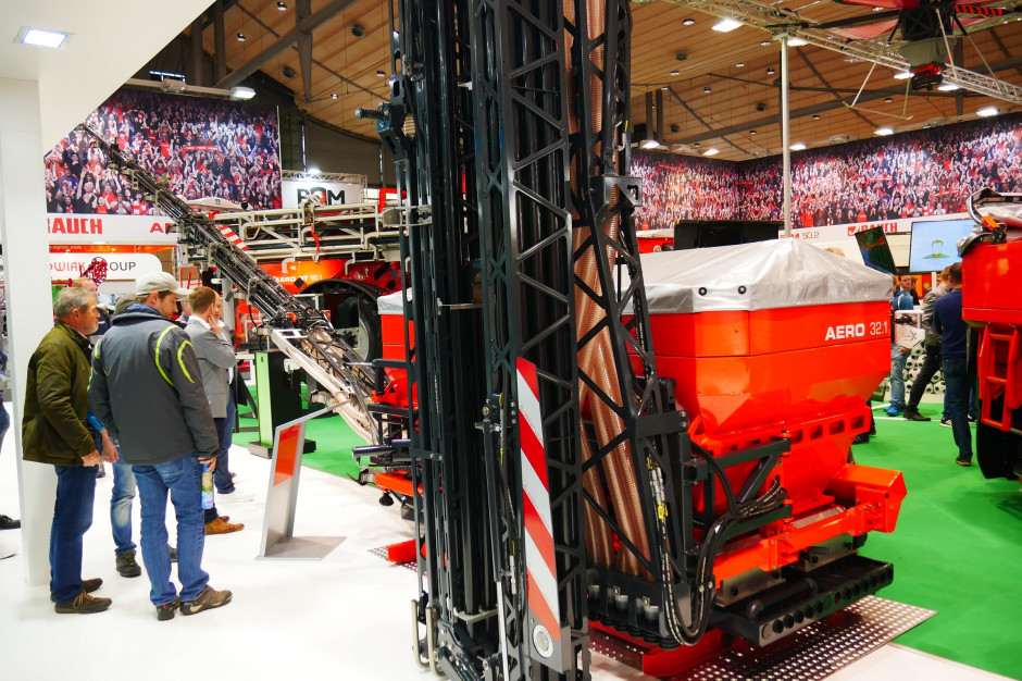 Rauch przedstawił zawieszany rozsiewacz pneumatyczny Aero 32.1 z belką o szerokościach do 30 m podczas zeszłorocznych targów Agritechnica, fot. mw