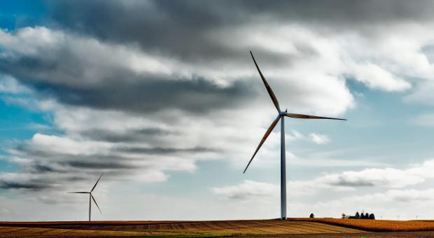 Jaka ma być minimalna odległość elektrowni wiatrowej od zabudowań?