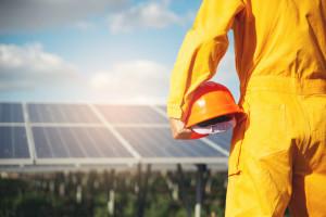Nie tylko polski system energetyczny nie wytrzyma nadmiaru prądu z fotowoltaiki
