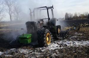 Ciągnik niestety spłonął doszczętnie, Foto: OSP Żórawina