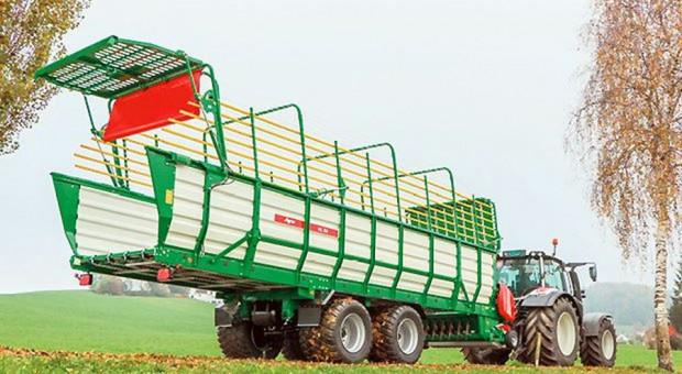Największa przyczepa rolnicza wszech czasów ze Szwajcarii