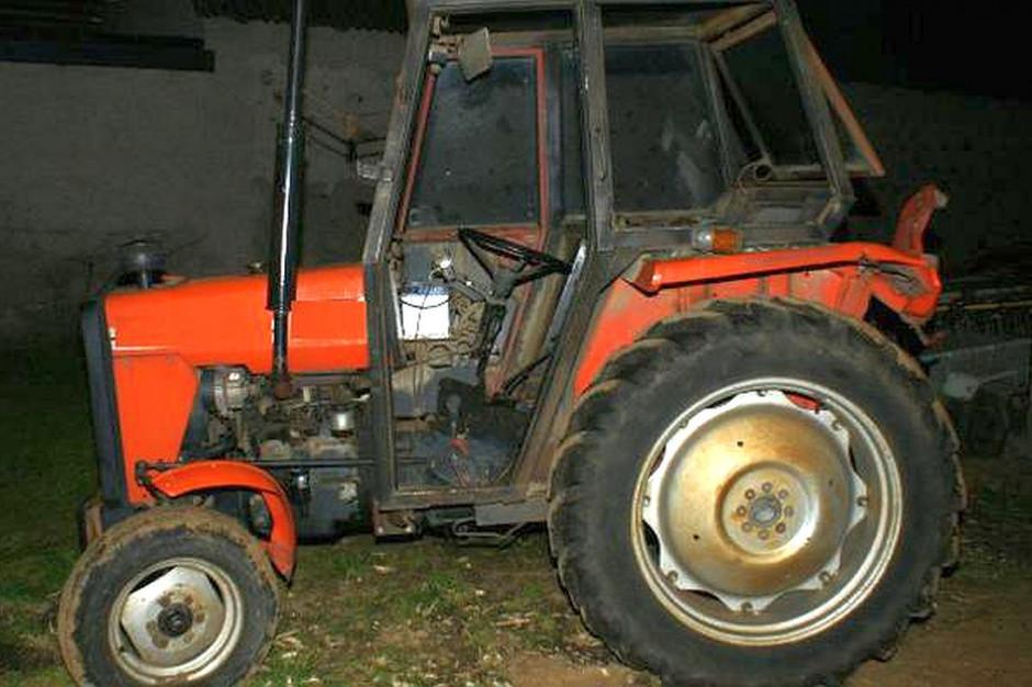 Skradziony ciągnik odzyskano, odzyskano,zdjęcia: KPP Grajewo