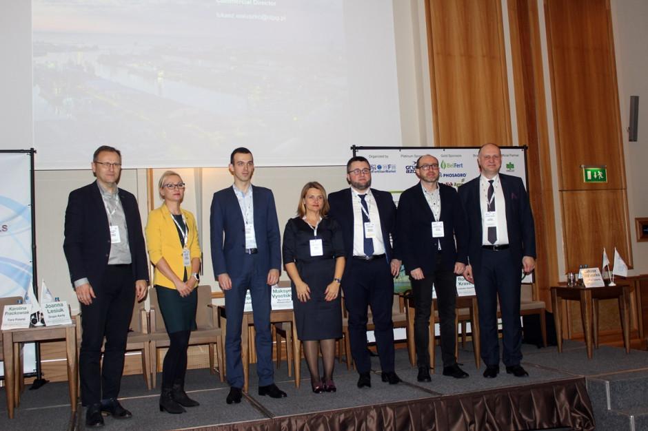 Od lewej: Grzegorz Brodziak (Goodvalley Polska), Karolina Frąckowiak (Yara), Maksym Vysotskyi (Ukraine), Joanna Lesiuk (Grupa Azoty), Wojciech Smolarski (Polish Agro), Roman Kravets (Lebedyn Seed Plant), Łukasz Waluszko (OT Port Gdynia) Fot. A. Kobus