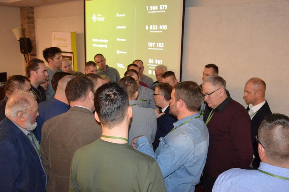 """Oblegany dr hab. W. Szczepaniak podczas konferencji Farmera """"Przez innowacyjność do sukcesu"""" w Opalenicy ; Fot. Katarzyna Szulc"""