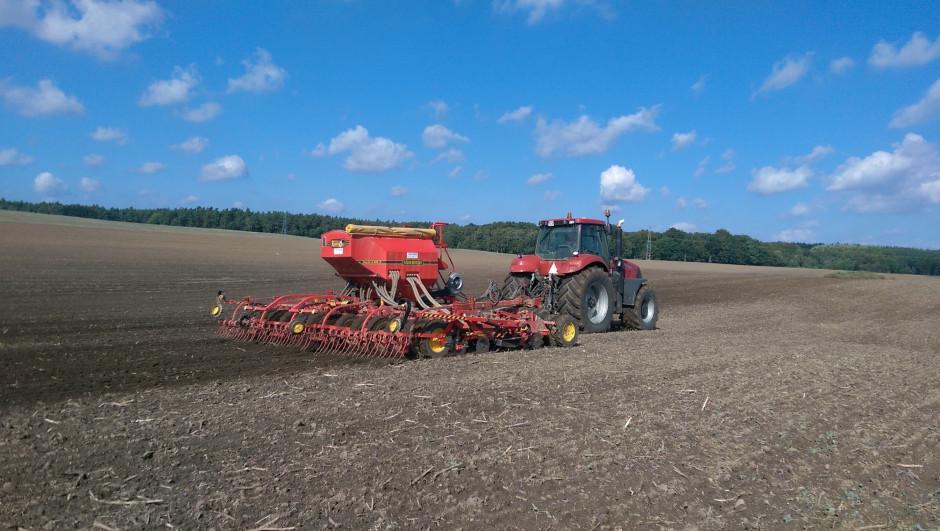 W gospodarstwie od początku jest wykorzystywany siewnik Rapid, który doskonale radzi sobie z siewem również na polach z dużą ilością resztek pożniwnych.