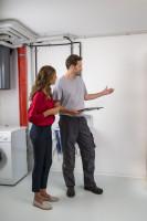 Eksploatacyjna sprawność może się znacznie różnić i, w zależności od budowy kotła i wyposażenia go w urządzenia sterujące, wynosi ona od 50 do 70%. Spada ona jednak wraz ze wzrostem zanieczyszczenia wewnętrznych elementów wymiennika ciepła, ponieważ warstwa sadzy znacznie ogranicza wymianę ciepła. Fot. Bosch Termotechnika