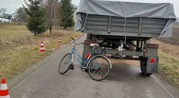 Rowerzysta zginął pod przyczepą ciągnika
