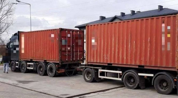 Ciężarówka przeładowana skórami o 28 ton